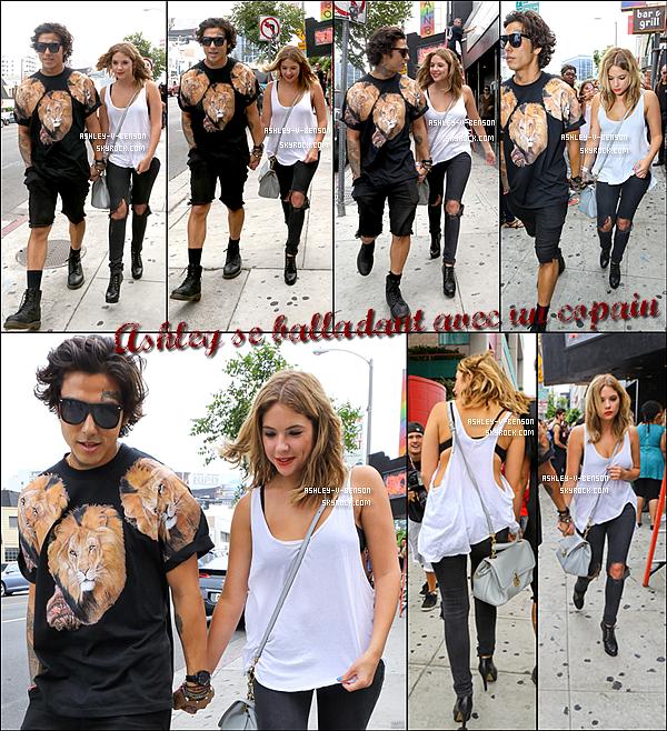 CANDIDS . Le 21/07/13 : Ashley se promenant dans les rues de LA en compagnie d'un jeune garçon