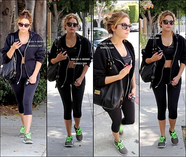 CANDIDS : Le 03/08/13 : Ashley à été aperçue en  allant à son cour de gym.