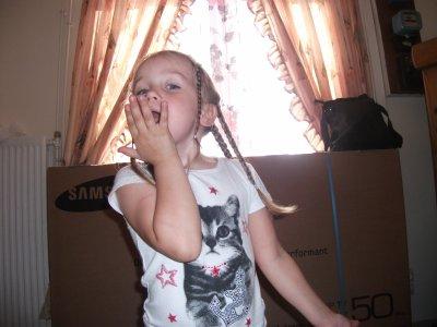ma  fille  ma  petite  princesse  qui  fait  la  pose