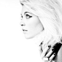 nouvelle chanteuse Kinnie lane