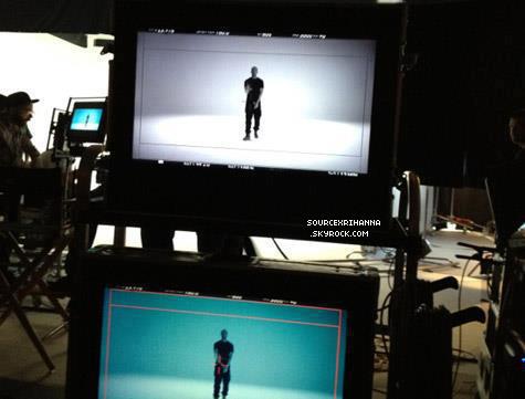 NOUVELLE AFFICHE ITALIENNE POUR LE FILM « BATTLESHIP » TU AIMES ?  + Une nouvelle photo qui provient du tournage pour le clip « Take Care » en ft. avec Rihanna.