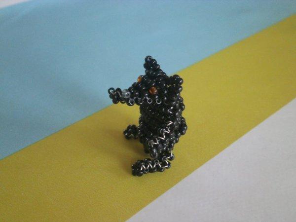 Ours noir en perles de rocailles.