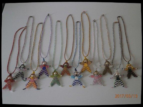 """Colliers """" CLOWNS """" en perles de rocailles."""