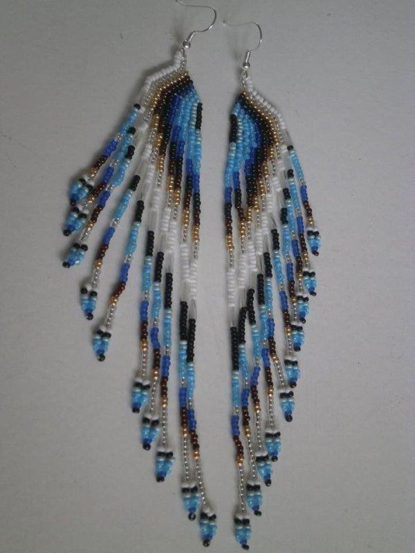 Boucles d'oreilles en perles de rocailles.
