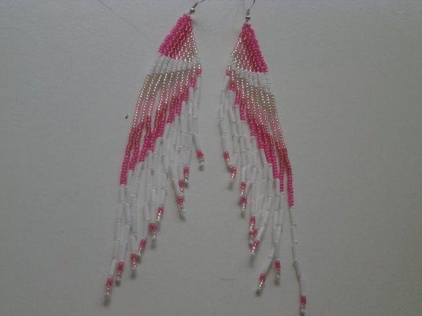 Boucles d'oreilles rose en perles de rocailles.