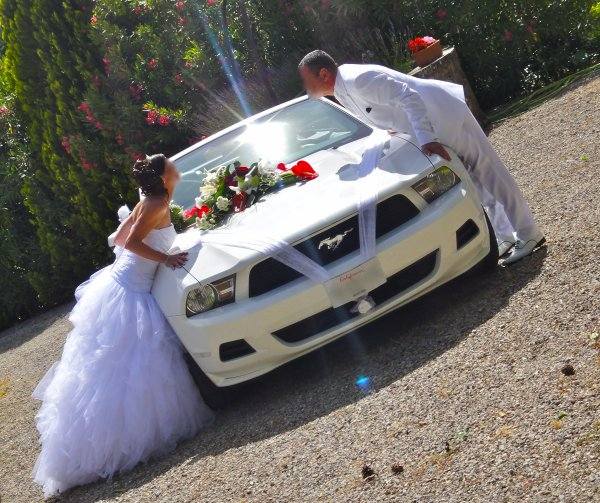 location voiture mariage var 83 06 13 mustang dcoration rouge blanc - Decoration Voiture Cortege Mariage