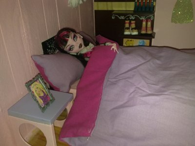 elle dans son lit