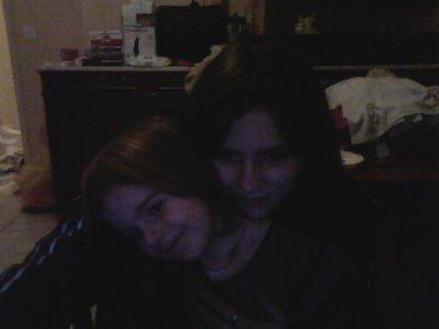 Je ne souriait pas beaucoup avant elle, Avant qu'elle ne vienne au monde je pensait que sa serais dur, Mais maintenant je l'aime et c'est toute  ma vie ma p'tite soeur