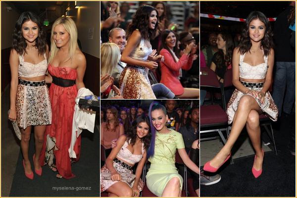 --31 mars 2012 - Selena était aux Kids Choice Awards 2012# Meilleure chanteuse et Meilleure actrice--