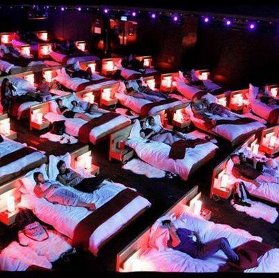 Un cinéma propose des salles avec des lits! Aime si tu aimerais trop y aller ♥