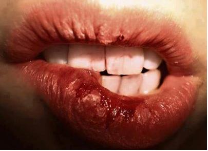 Aime si tu a déjà saigné en te mordant les lèvres...