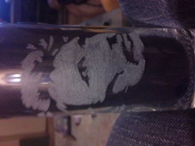 gravure jhonny sur un verre
