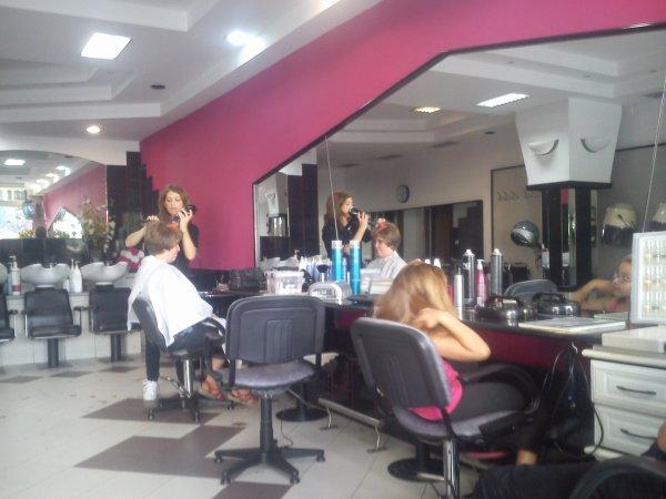 Simonne chez le coiffeur à Viseu.