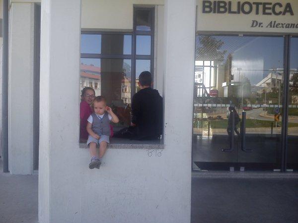 mes enfants à la bibliothèque de Mangualde.