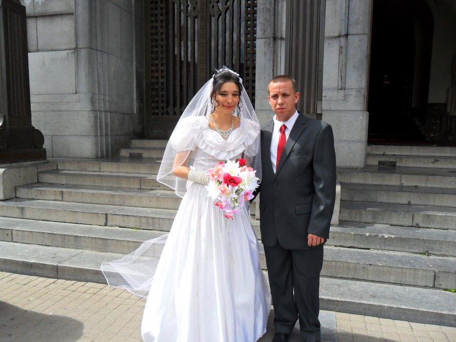 Cherche femme pour mon mari et moi