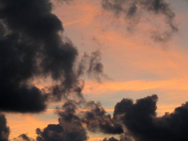 ciel rose nuageux