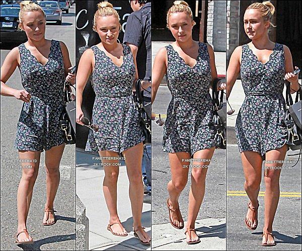 15/07/11   -Hayden Panettiere plus belle que jamais à été vus faisant du shopping à Beverly Hills.
