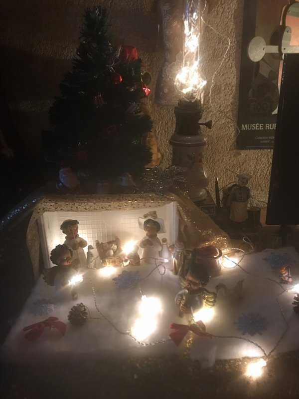 Pas de Vrai Noël sans crèche .......
