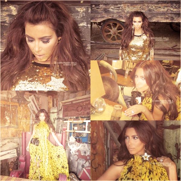 .  SITE OFFICIEL :  Voici plusieurs nouvelles photos de la belle provenant du site officiel de Kim ainsi que du site officiel de sa soeur Khloé Kardashian pour leur ligne de vêtement : Kardashian Kollection by Sears !  .