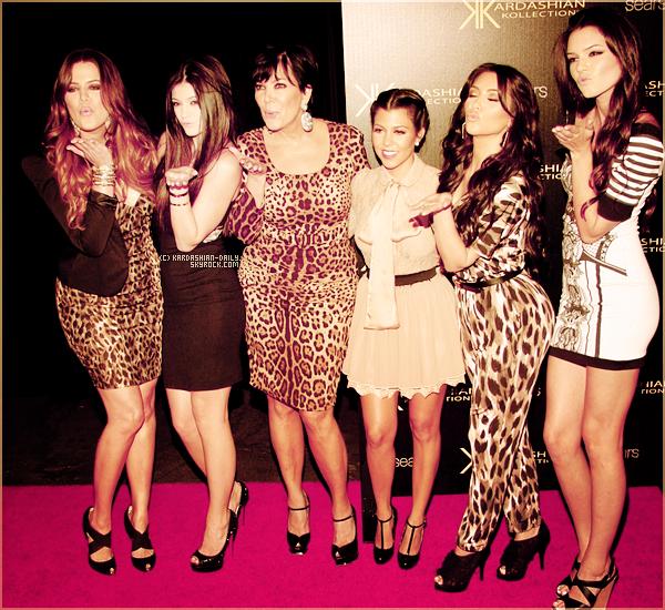 .  20.08.11 :  Les voeux de la famille Kardashian pour le mariage de Kim et Kris Humphries.  .