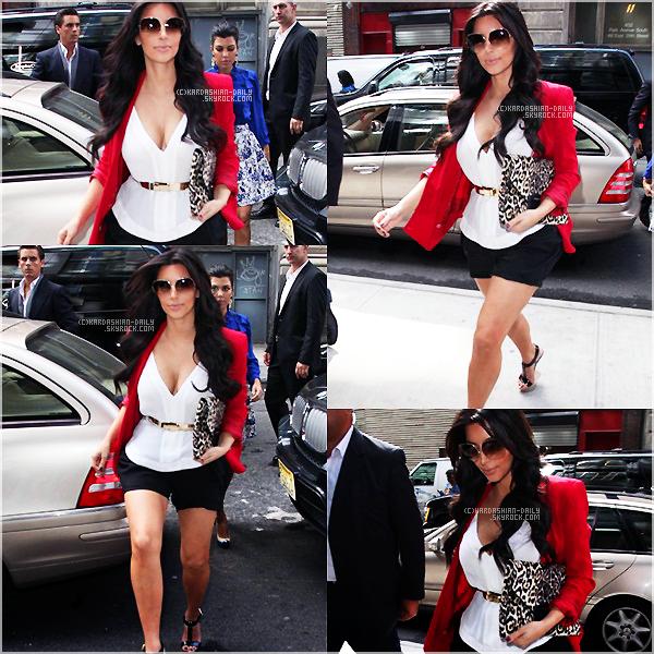 .  CANDIDS 10.09.11 : Kim et Kourtney de sortie dans New-York. .