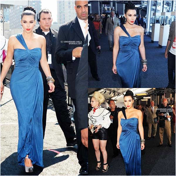 .  APPARITION 13.09.11 : Kim était présente à la Vera Wang's Mercedes Benz Fashion Week show. .
