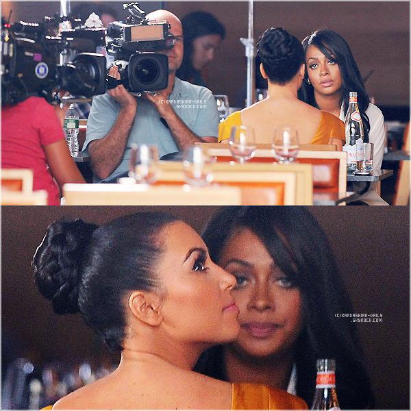 .  CANDIDS 13.09.11 : Kim et Lala dînent à NYC, devant les caméras de K & K take NYC saison 2.  .