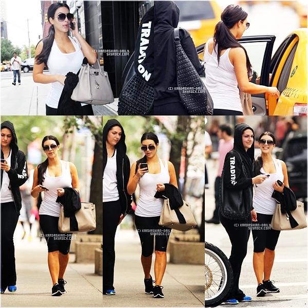 .  CANDIDS 24.09.11  :   Kim a été aperçue quittant le Barry's Bootcamp à Manhattan. .