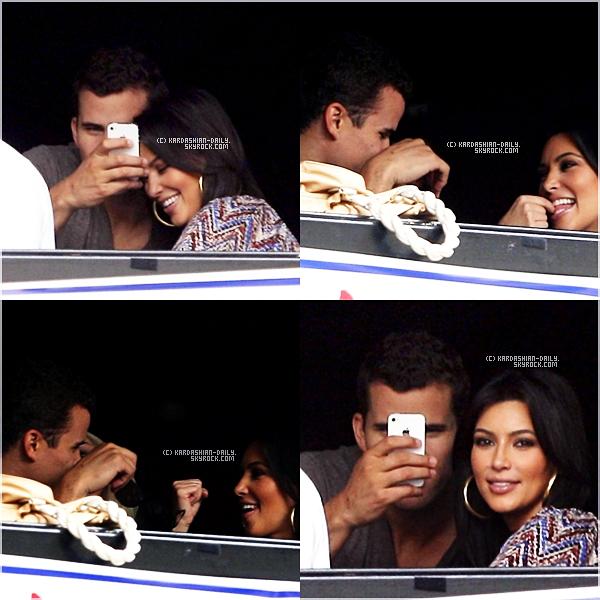 .  CANDIDS 25.09.11  :  Kim a été aperçue en compagnie de son mari allant au restaurant Hillstone à NY.  .