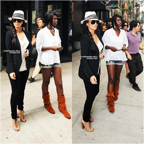 .  CANDIDS 26.09.11  :  Kim quitte son hôtel pour se rendre à Cipriani à NY.  .