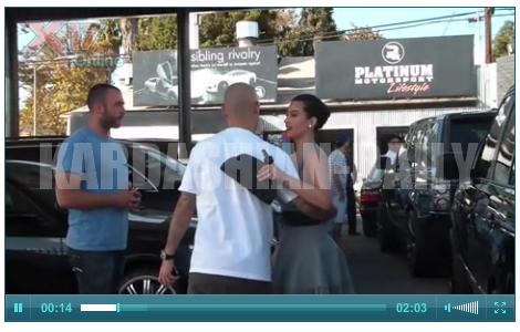 .  CANDIDS 03.10.11 : Kim a été photographiée par les paparazzis à Beverly Hills. Top ou Flop ? .