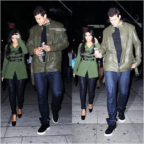 .  CANDIDS 05.10.11 : Kim et Kris se balladent dans les rues de New-York.  .