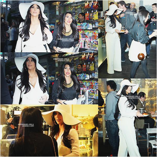 .  CANDIDS 06.10.11 : Kim et Kourtney se rendent au café FIKA à New-York.  .