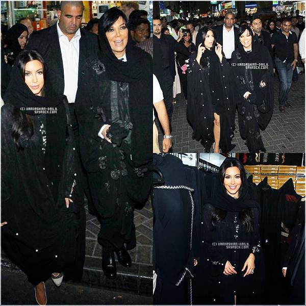 .  CANDIDS 14.10.11 : Kim et Kris ont été photographiées par les paparazzis se promenant à Dubai.  .