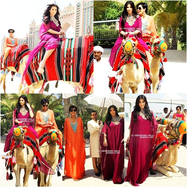 .   CANDIDS 14.10.11 : Découvrez des nouvelles photos de la ballade de Kim en chameau à Dubai.  .