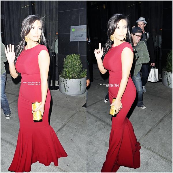""".   APPARITION 18.10.11 : Kim sur le tapis rouge des """"2011 Game Changers Awards"""". ."""