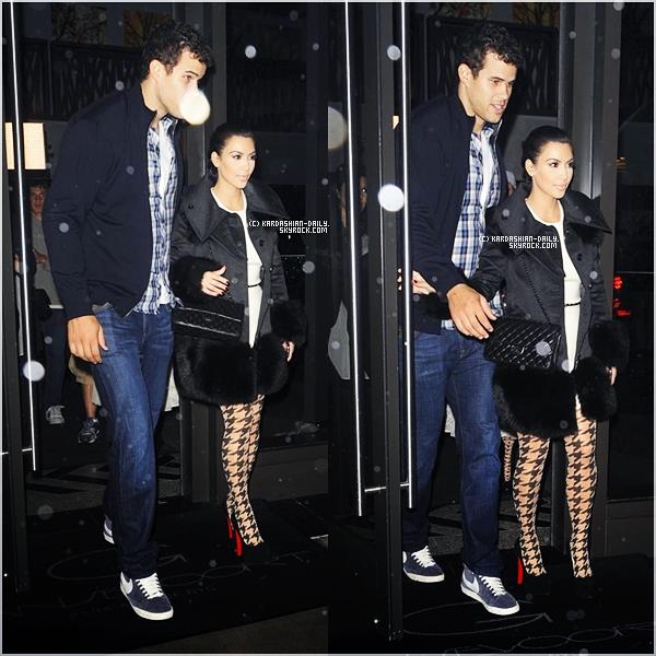 .   CANDIDS 19.10.11 : Kim a été photographiée par les pap's alors qu'elle se rendait à son hôtel à NYC. .