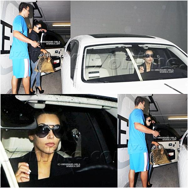 .  CANDIDS 26.10.11 : Kim et Kris se rendant au restaurant Izakaya à Los angeles. .