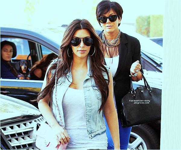 _ ►Candids 03.03.12   : Kim a été aperçue aujourd'hui en compagnie de Kris Jenner à Calabasas. Elles se sont rendues au magazin Net Results pour acheter des raquettes de tennis. Top ou Flop?  _