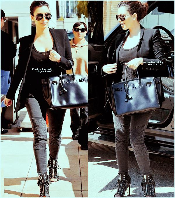 """_ ►Candids 05.03.12   : Kim a été photographiée par les paparazzis à Beverly Hills. Top ou Flop ? INFO : Le parfum """"True Reflection"""" sera disponible en août aux USA et en mai au Royaume-Uni.   _"""