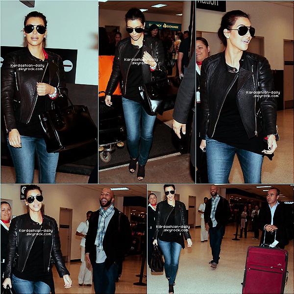 _ ► Candids 07.03.12   : Kim de retour aux USA après son très court séjour à Paris!  Les paparazzis ont photographié Kim ce mercredi à l'aéroport LAX de Los angeles. _