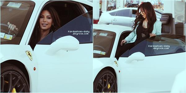 _ ► Candids 09.03.12   : Kim, aujourd'hui, à une station d'essence à Sherman Oaks. Top ou Flop?  Brooke Burke, Lisa Rinna et Kristin Chenoweth ont portées la même robe de la Kardashian Kollection (VOIR). _