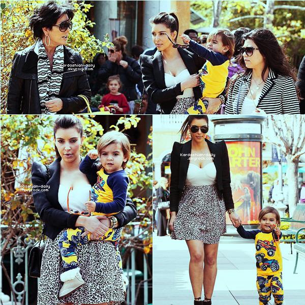 _ ► Candids 11.03.12   : Kim passe du bon temps en famille dans Calabasas. Kim s'est rendue à l'église et à fait quelques emplettes avec Mason, Kourtney et Kris Jenner.  _
