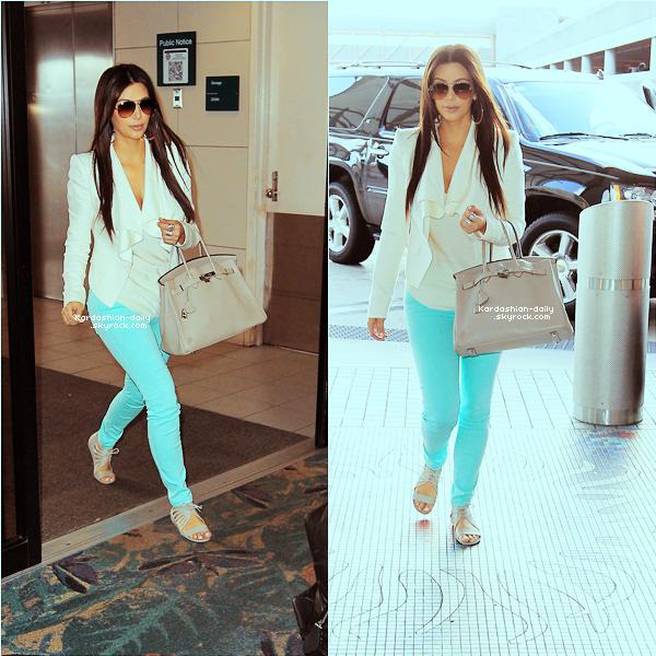 _ ►Candids 19.03.12 : Kim arrive à l'aéroport Ft Lauderdale.Top ou Flop?  Kim rentrait à LA après avoir, selon des rumeurs, passé du temps avec Reggie Bush à Miami.  _
