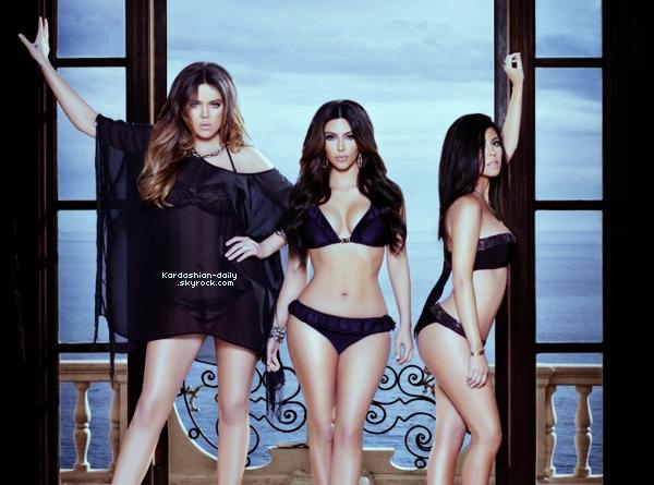 _ ► Photoshoot : Nouvelle photo promo pour les maillots de la Kardashian Kollection. Tu aimes? Découvrez également un aperçu de cette collection . Quels sont tes préférés?  _