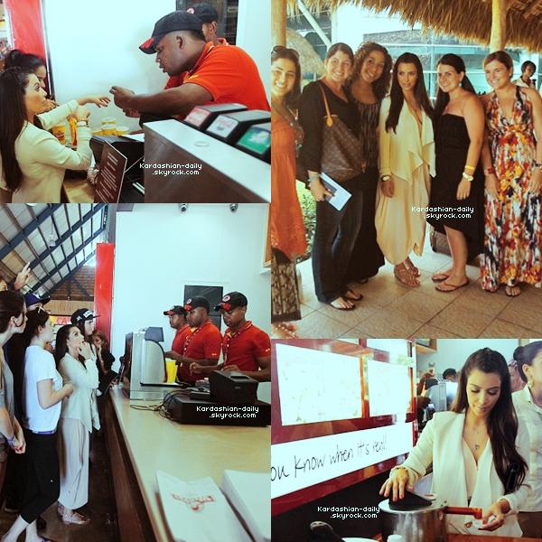 _ ►Candids 02.04.12  :Une partie du clan Kardashian quelques heures avant de prendre leur avion. Kim en a profité pour se rendre au fastfood Wendy et pour poser avec quelques fans.  _