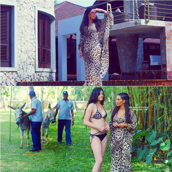_ ►Candids avril 2012  : Nouvelles photos de Kim et sa famille en Republique Dominicaine.  Kim et Khloé Kardashian seront à Chicago ce vendredi pour un meet and greet à Sears. _
