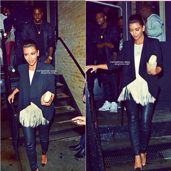 _ ► Candids 21.04.12 : Kim et Kanye quittant le restaurant Spice Market à New-York.  Toute la famille Kardashian était présente au restaurant ce soir-là. _