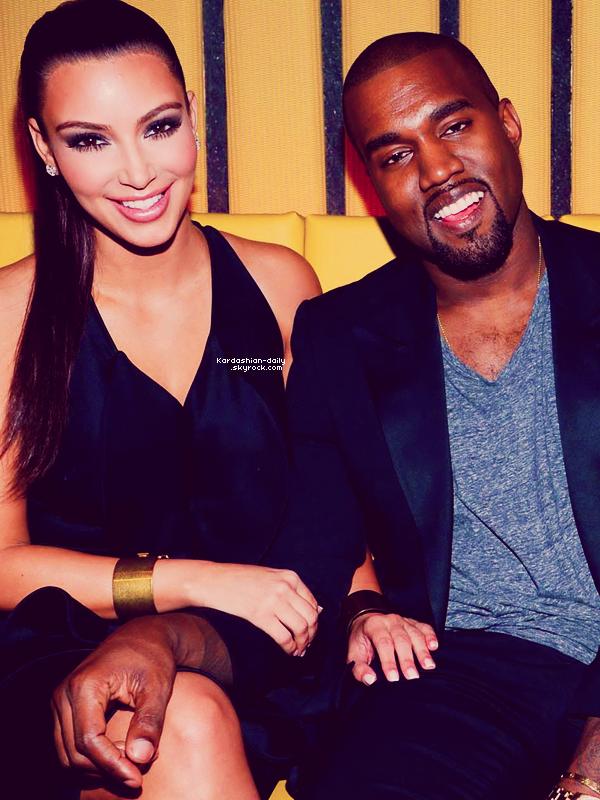 _ ►Apparition 23.04.12 : Kim à l'ouverture du restaurant RYU à New-York.  Ceci est la première apparition publique de Kanye et Kim. Que pensez-vous de la tenue de Kim?  _