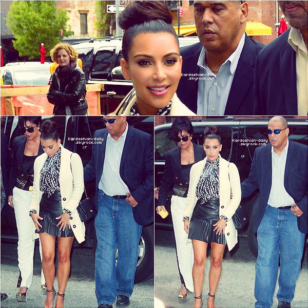 _ ► Candids 24.04.12   : Kim quitte son hôtel à New-York  Elle avait une coiffure différente de d'habitude, qu'en pensez-vous?   _